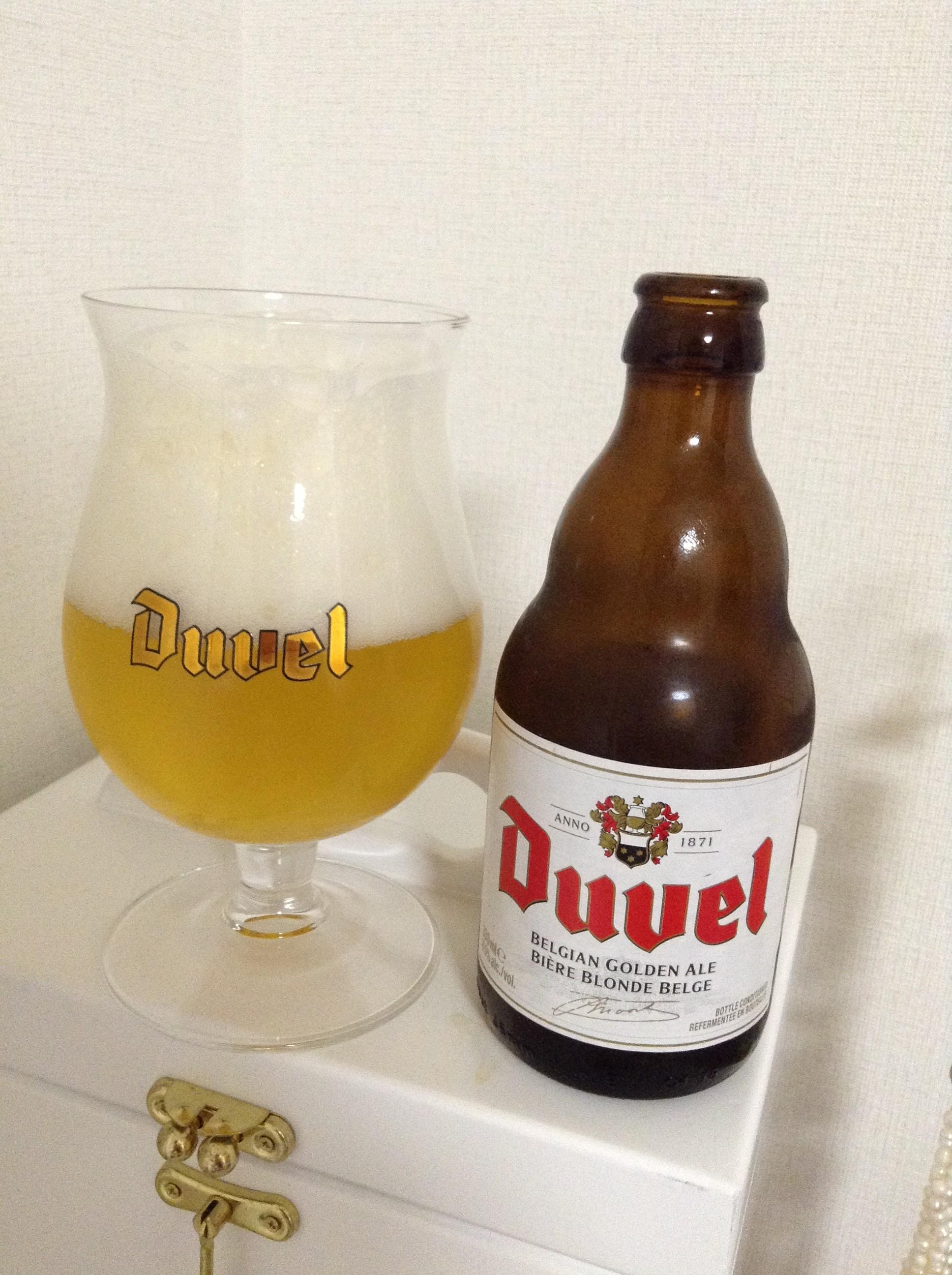 綺麗なグラスに注いだDuvel