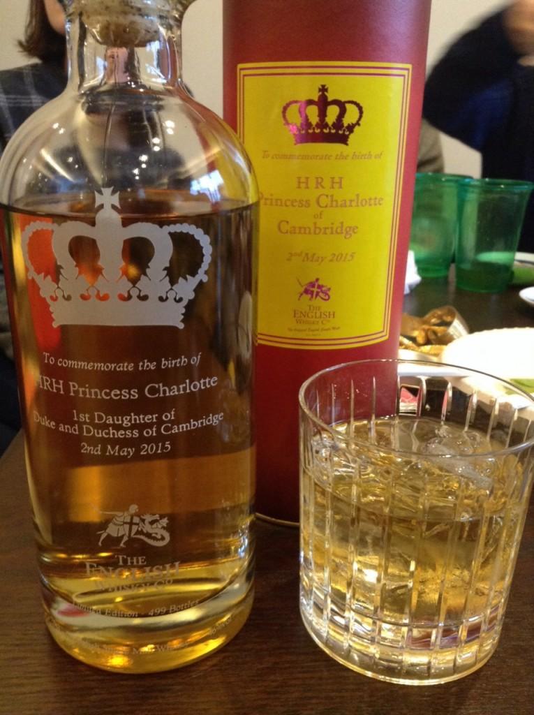 綺麗なグラスに注いだザ・イングリッシュ・ウイスキー・プリンセス・シャーロット