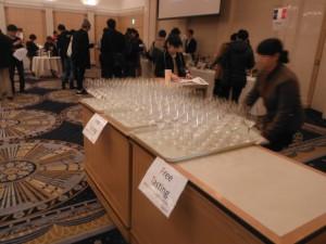 試飲会に並ぶグラス