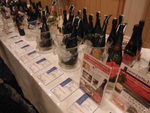 机に並ぶイタリアワイン