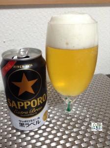 綺麗なグラスに注いだサッポロ生ビール 黒ラベル エクストラブリュー