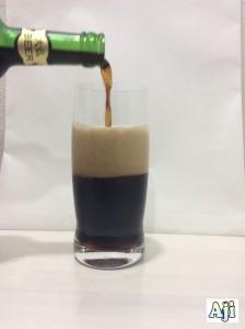 グラスに注ぐ大仏ビール