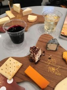 チーズと赤白ワイン